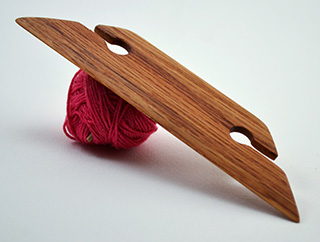 4.5 Inch Weaving Shuttle (Oak)